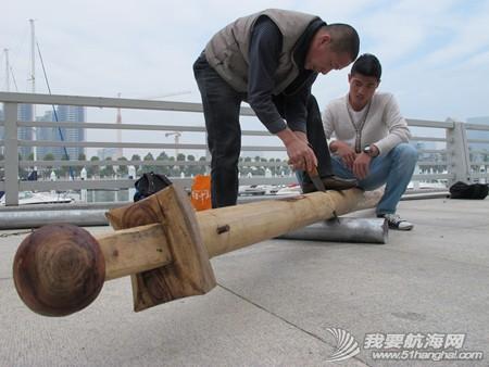 南台二号,游艇码头,香山 2013年11月4日 许路在香山游艇码头检查进水下沉的南台二号。--南台二号 9.jpg