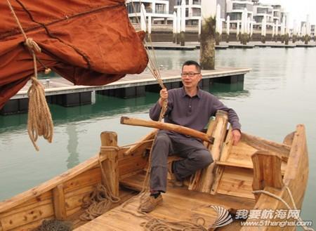 南台二号,游艇码头,香山 2013年11月4日 许路在香山游艇码头检查进水下沉的南台二号。--南台二号 12.jpg