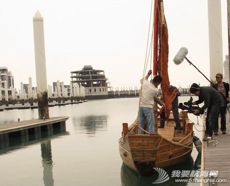 南台二号,游艇码头,香山 2013年11月4日 许路在香山游艇码头检查进水下沉的南台二号。--南台二号 14.jpg