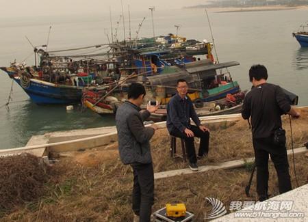 南台二号,游艇码头,香山 2013年11月4日 许路在香山游艇码头检查进水下沉的南台二号。--南台二号 15.jpg
