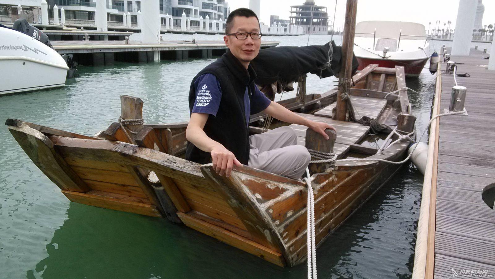南台二号,游艇码头,香山 2013年11月4日 许路在香山游艇码头检查进水下沉的南台二号。--南台二号 16.jpg