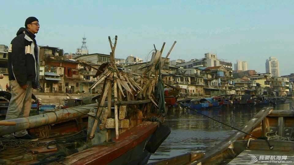 香山,清理,南台II号 南台II号在厦港渔民阮亚婴父子的友情协助下,从香山游艇码头移泊沙坡尾。 1.jpg