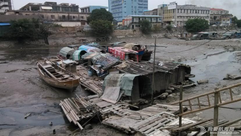 香山,清理,南台II号 南台II号在厦港渔民阮亚婴父子的友情协助下,从香山游艇码头移泊沙坡尾。 4.jpg