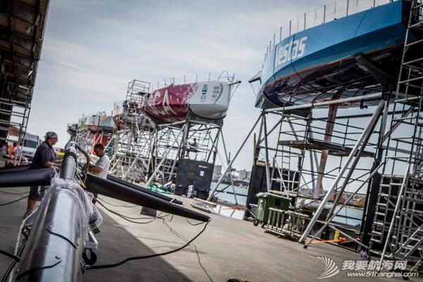 沃尔沃环球帆船赛,倒计时,七支船队,船坞,修整 沃尔沃环球帆船赛倒计时七支船队进入船坞做最后修整 2.jpg