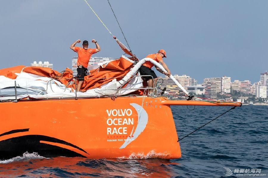阿尔维麦迪卡队 2014-2015沃尔沃环球帆船赛第一站港内赛阿尔维麦迪卡队以微弱的优势赢得本场比赛。 image2.jpg