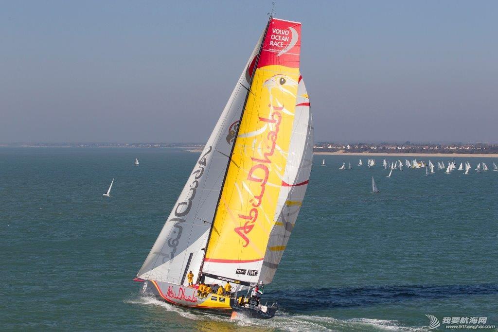 阿尔维麦迪卡队 2014-2015沃尔沃环球帆船赛第一站港内赛阿尔维麦迪卡队以微弱的优势赢得本场比赛。 1.jpg