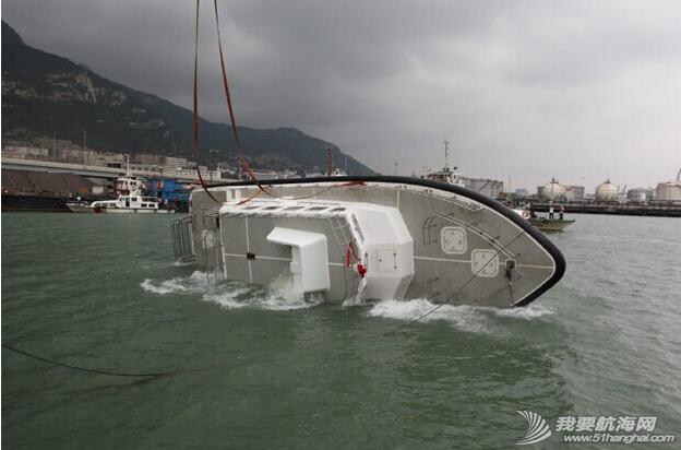 杰腾制造,海上不倒翁,海巡艇 由珠海杰腾造船有限公司建造的高海况救助艇在连云港港口水域成功完成了翻转试验 4.png