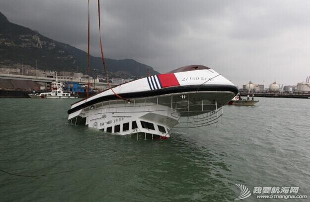 杰腾制造,海上不倒翁,海巡艇 由珠海杰腾造船有限公司建造的高海况救助艇在连云港港口水域成功完成了翻转试验 3.png