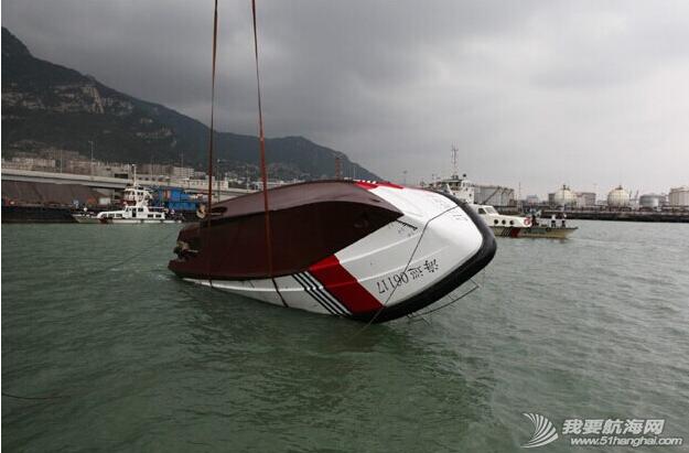 杰腾制造,海上不倒翁,海巡艇 由珠海杰腾造船有限公司建造的高海况救助艇在连云港港口水域成功完成了翻转试验 2.png