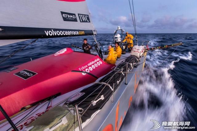 沃尔沃 2014-15沃尔沃环球帆船赛第一赛段第一周 均势力敌,绝无松懈 640.jpg