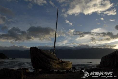 从江,大哥,厂房,蝴蝶泉,老师傅 滇船记 7 ---洱海帆船采用比较晚近的结构法建造,弯手置于底梁之前,两者用螺栓连接. 4.jpg