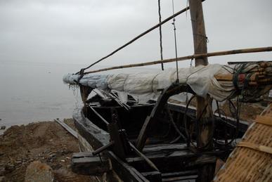 滇船记 5---洱海现存最大的那种传统帆船,长度约15米. 4.jpg
