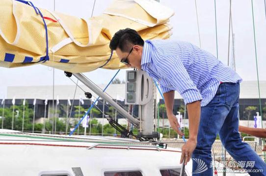 中国杯帆船赛,时代骑士,刘烨 时代骑士刘烨作为荣誉船长,现身中国杯赛场,登上博纳多大帆船。