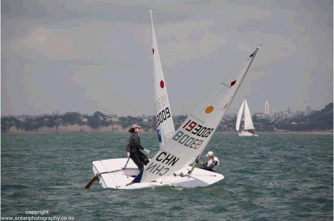 初学者 转向的时候,我们会用力往上风压反扣,来帮助船体更容易快速地改变方向. 68c.jpg