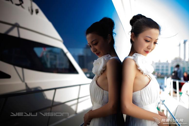 威海 船上的妹纸最性感-威海游艇展模特 1.jpg