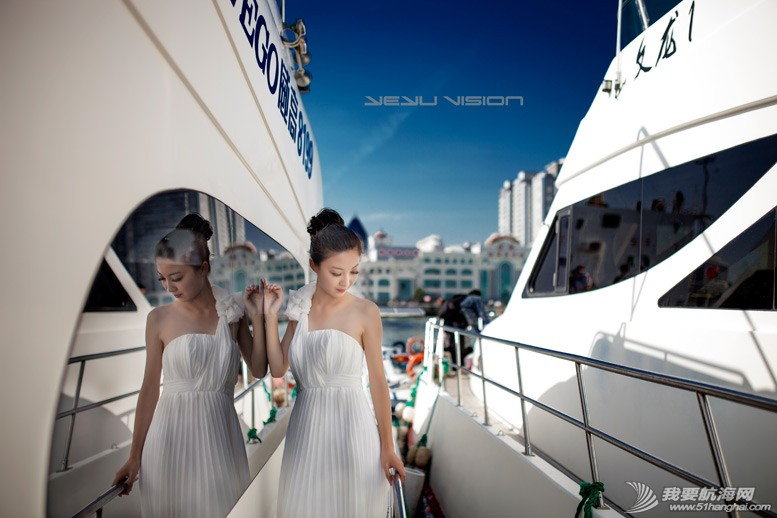 威海 船上的妹纸最性感-威海游艇展模特 2.jpg