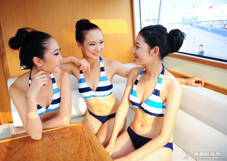 威海 船上的妹纸最性感-威海游艇展模特 5.jpg