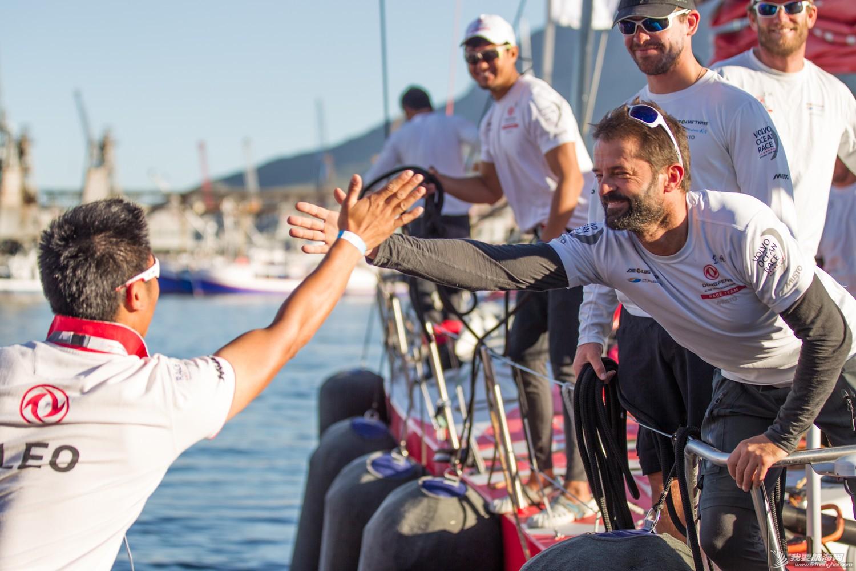 北京时间,阿布扎比,沃尔沃,创造历史,终点线 沃尔沃环球帆船赛东风队创造历史 阿布扎比队赢得第一赛段冠军