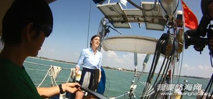 新闻联播,达尔文,摄像机,两口子,英语 11月8日,达尔文的朋友们,今晚7点ABC的新闻节目有航海家庭的报道。 3.png