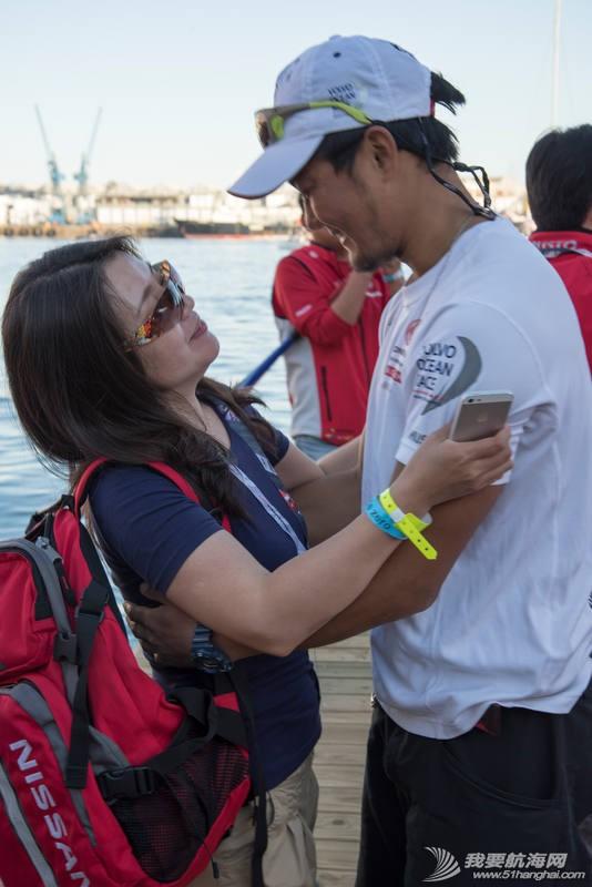 意大利,西班牙,阿布扎比,沃尔沃,新浪微博 第一赛段落幕 水手与家人团聚