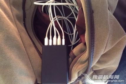 咖啡厅,电池,电源,手机 我们是偷电党:由于船上是12V电,冲220V电压的设备总是特别慢。 2.png
