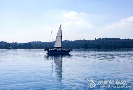 天气,朋友,帆船,阳光 今天是个好天气,无风,水面平静得像一面镜子,倒映着帆船的桅杆,甚美! 11.png