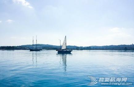 天气,朋友,帆船,阳光 今天是个好天气,无风,水面平静得像一面镜子,倒映着帆船的桅杆,甚美! 10.png