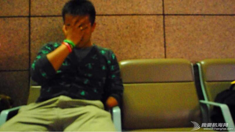大使馆给了我们12月26号才能有效的签证,徐京坤现在被困在去法国的机场。 073005tr6bibr5bbt55jsj.jpg