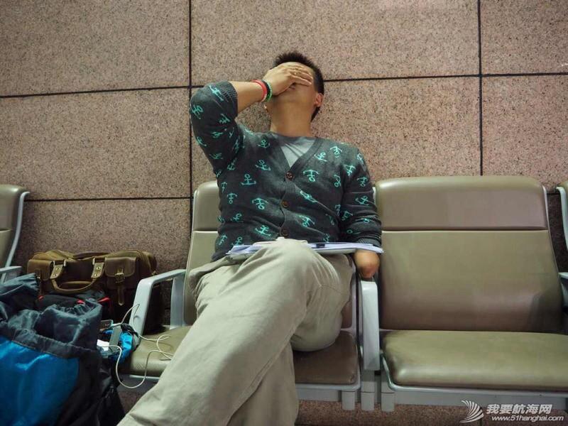 大使馆给了我们12月26号才能有效的签证,徐京坤现在被困在去法国的机场。 073038cankca33apcmupsp.jpg