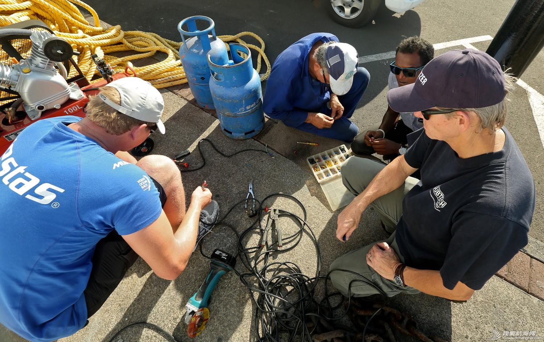 北京时间,毛里求斯,阿布扎比,沃尔沃,海岸警卫队 维斯塔斯风力队第二赛段回顾:命悬一线