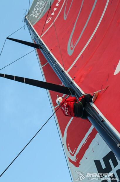 阿布扎比,沃尔沃,突如其来,印度洋,控制中心 东风队面临双重压力,部分帆槽脱离桅杆