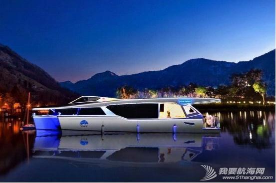 不锈钢扶手,液晶电视,真皮沙发,播放器,LED灯带 内湖使用纯太阳能双体动力艇Usun50 02.jpg