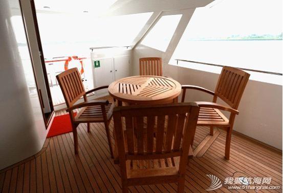 不锈钢扶手,液晶电视,真皮沙发,播放器,LED灯带 内湖使用纯太阳能双体动力艇Usun50 04.jpg