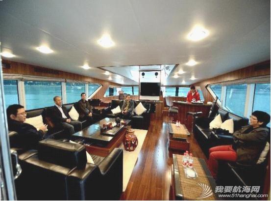 不锈钢扶手,液晶电视,真皮沙发,播放器,LED灯带 内湖使用纯太阳能双体动力艇Usun50 07.jpg