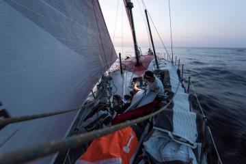 马六甲海峡,沃尔沃,奥克斯,电子版,领航员 马六甲海峡,所有船队都在全力而为,争取拿下这一兵家必争之地。 1.jpg