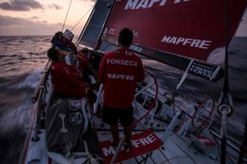 马六甲海峡,斯里兰卡,沃尔沃,阿布扎比,天气 沃尔沃环球帆船赛第三赛段航行过半,各船队竞争激烈,东风队突发器材问题。 3.jpg