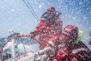 马六甲海峡,斯里兰卡,沃尔沃,阿布扎比,天气 沃尔沃环球帆船赛第三赛段航行过半,各船队竞争激烈,东风队突发器材问题。 4.jpg