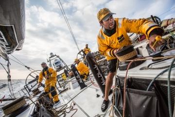 马六甲海峡,斯里兰卡,沃尔沃,阿布扎比,天气 沃尔沃环球帆船赛第三赛段航行过半,各船队竞争激烈,东风队突发器材问题。 5.jpg