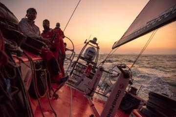 马六甲海峡,北京时间,沃尔沃,阿布扎比,创造历史 沃尔沃环球帆船赛第三赛段接近尾声,东风队占据大幅度的领先优势。 1.jpg