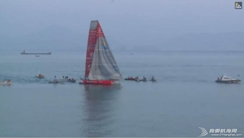 沃尔沃环球帆船赛东风队回家,第一个冲线! 075851nzhlht44yelxsa01.jpg