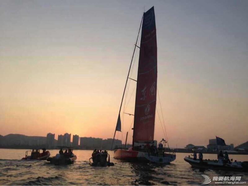 沃尔沃环球帆船赛东风队回家,第一个冲线! 091341dfbaahhvfy5org35.jpg