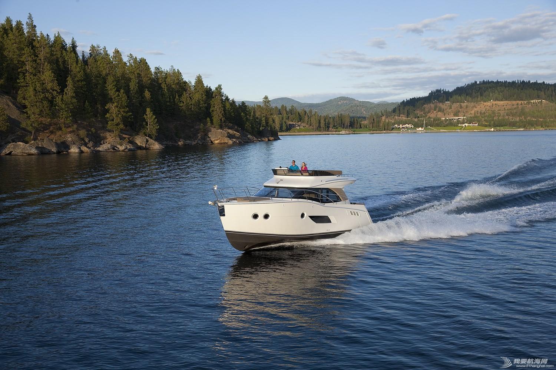 美国,进口,美好时光,发动机,卫生间 亚洲首发,仅此一艘,美国进口豪华游艇卡福CARVER 40,现船销售。 Carver40_Running18.jpg