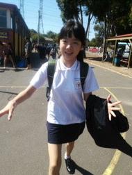 日文名字,班主任,插班生,小朋友,脚步声 宏岩接孩子去了,又一个新学校,外籍插班生. 1.png