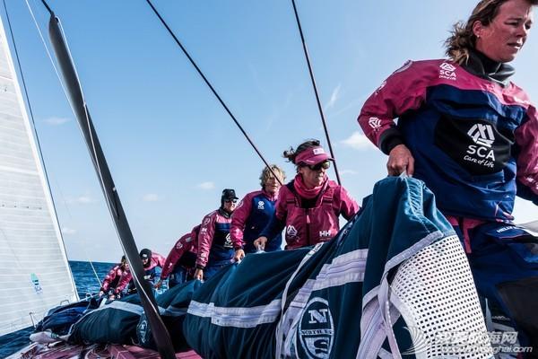"""珠穆朗玛峰,中国船员,阿布扎比,沃尔沃,铿锵玫瑰 """"非凡女子,无处不在""""——记爱生雅队的众巾帼们"""