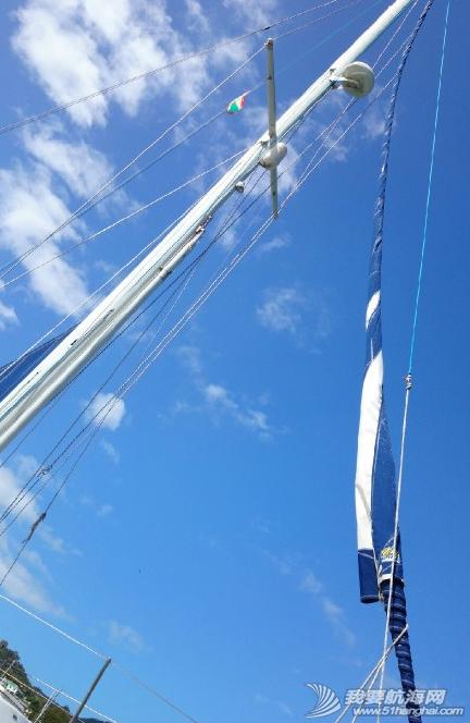 新年礼物,加勒比,路易港,无为,技师 前帆支索从桅杆顶部脱落,锁扣断掉,这也算是新年礼物吧! 2.png
