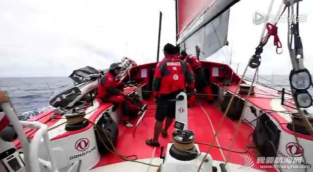 工程师,滑轨,修复,如何 【视频】挑战30米高空,凯文攀上桅杆修复滑轨受损部位 2.jpg