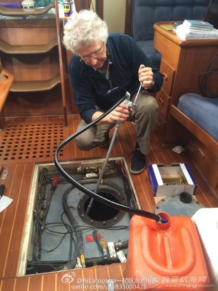 帆船,清洁 帆船维护保养之油箱清洁 把油箱里的油先抽出来