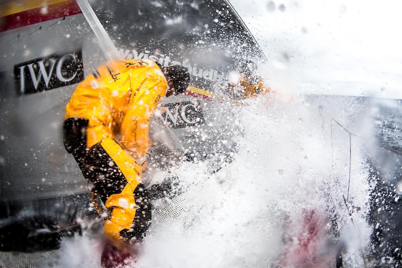 阿布扎比,沃尔沃,合恩角,帆船,加固 驶向合恩角 水手对帆船做最后的检查加固