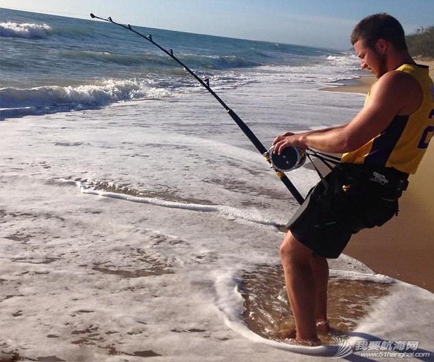男子钓到4米长虎鲨 be6b96c184eb95e.jpg