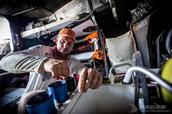 沃尔沃,矿物质,如何,帆船,饮料 【视频】沃尔沃Ocean 65上的制水机是如何工作的?